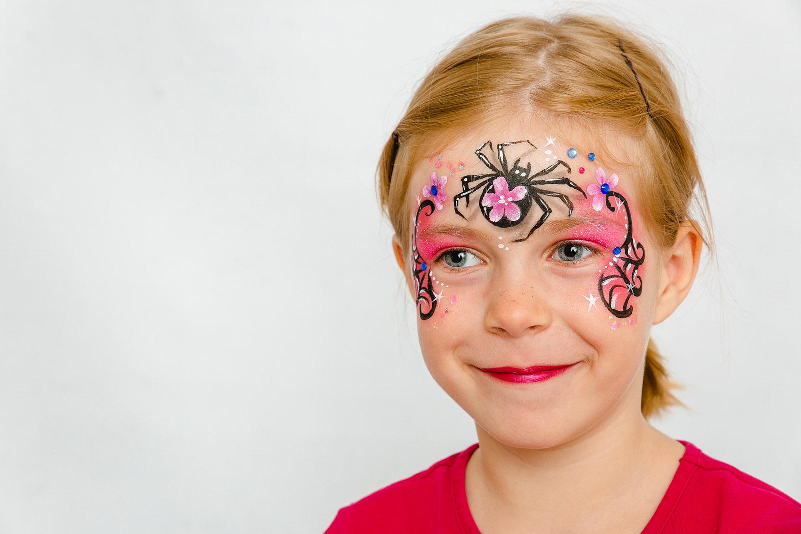 Halloween Mädchen kinderschminken